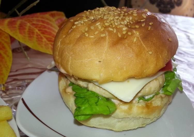 الصورة الرئيسية لوصفةاروع برجربرغردجاج منزلي🍔🍔🍔 احسن من ماكدونالدز بطريقة سهلة وناجحة 👍👍👍من مطبخ ام لجين