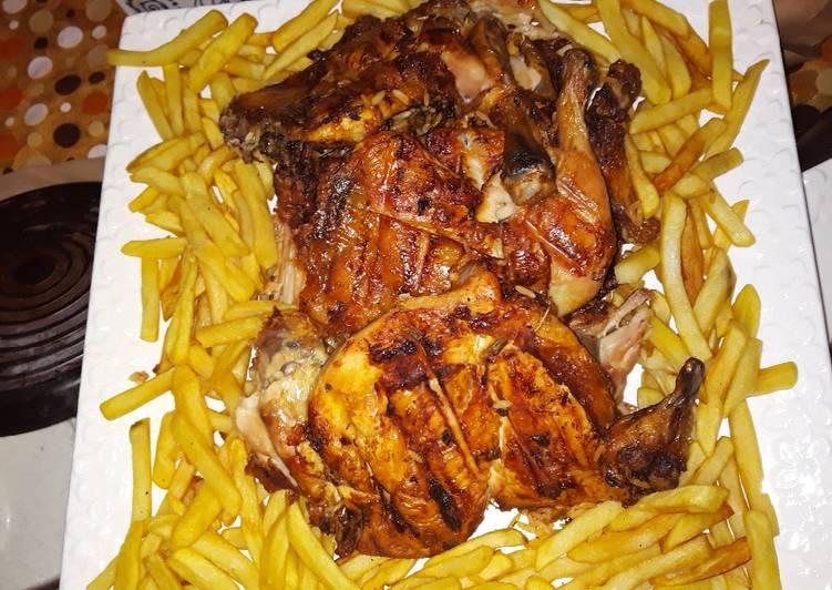 الصورة الرئيسية لوصفةدجاج مشوي على الفحم وبطاطا مقلية
