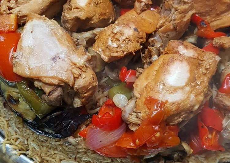 الصورة الرئيسية لوصفةمقلوبة الباذنجان الصحية بدون قلي مع الدجاج