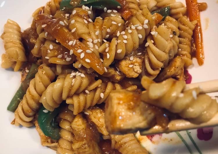 الصورة الرئيسية لوصفةمكرونة بالنكهة الصينية 🥢🍲