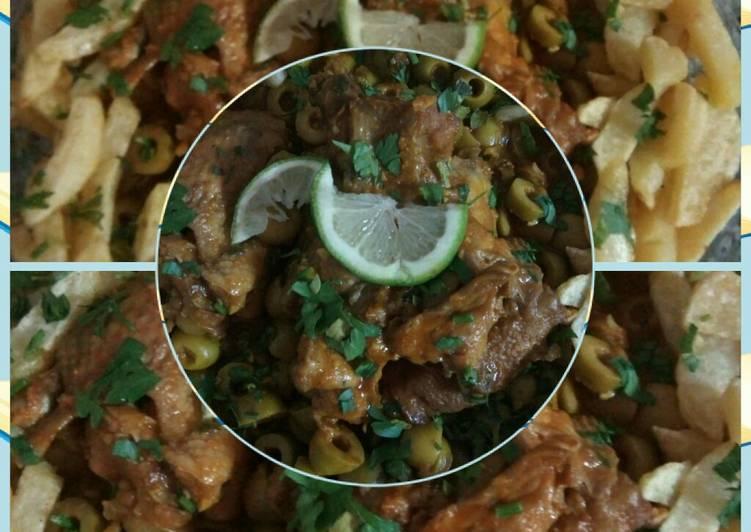 الصورة الرئيسية لوصفةمرقة زيتون بالدجاج والبطاطا المقلية