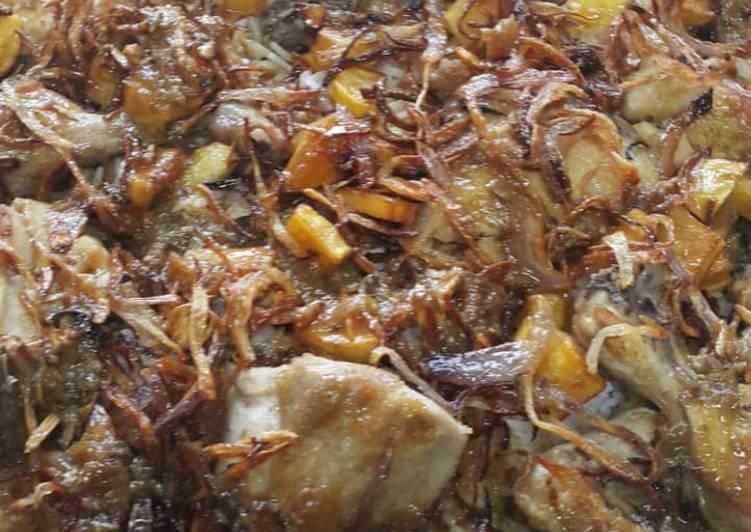 الصورة الرئيسية لوصفةدجاج محمر مع الأرز و البصل