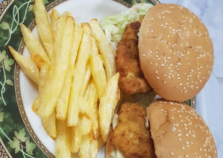 الصورة الرئيسية لوصفةساندويتش فيليه الدجاج مع البطاطس المقلية