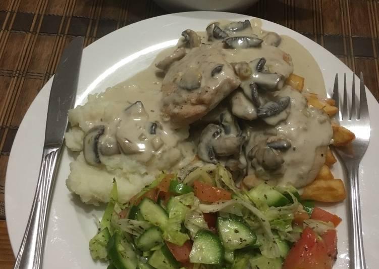 الصورة الرئيسية لوصفةدجاج بالفطر والكريمة مع البطاطا المقلية والسلطة 1